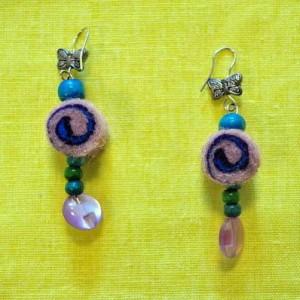Boucles d'oreilles en feutre et perles